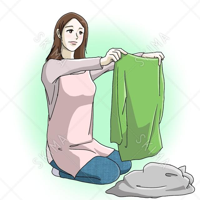 洗濯物をたたむ女性、お母さん、主婦