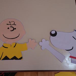 好きなキャラクターを画用紙で作ります
